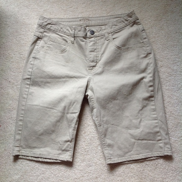 Riders by Lee Pants - EUC Lee Rider Khaki Bermudas